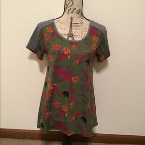 LuLaRoe xs short sleeve top, excellent condition